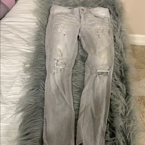 American eagle size 6 light was gray ripped jeans